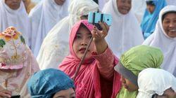 「自撮りは神への罪」インドネシアで批判渦巻く 若者はどう対抗したのか(画像)