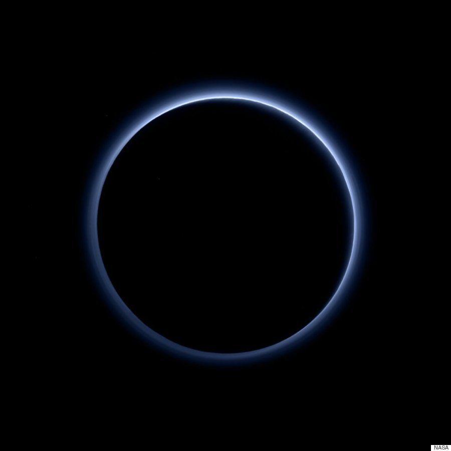 冥王星に「青空」広がる NASAが幻想的な画像を公開