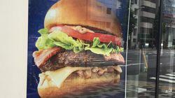 マクドナルドのバーガーに、ハンバーグが入ってなかった。どうする?