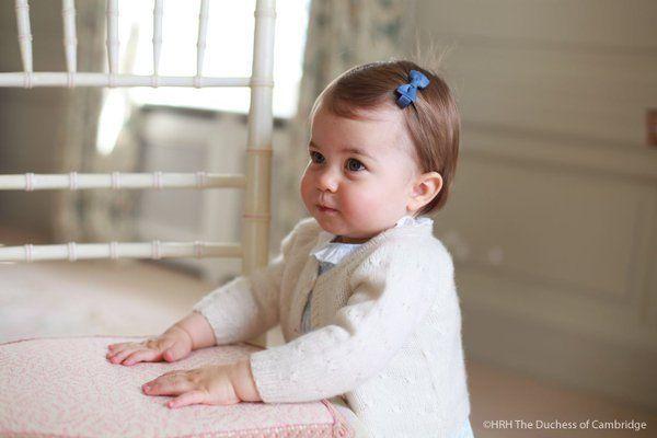 シャーロット王女、1歳になりました。キャサリン妃の撮った写真が愛らしい。