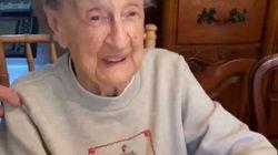102歳のおばあちゃん、バースデーの最高の思い出(動画)