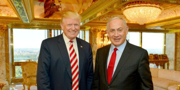 Israeli Prime Minister Benjamin Netanyahu (R) stands next to Republican U.S. presidential candidate Donald...