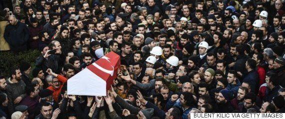 トルコ・イズミルで自動車爆弾テロ、警察官と裁判所職員が死亡、容疑者2人が射殺