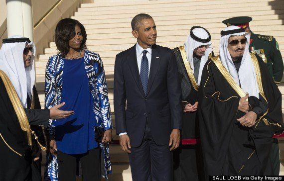 ミシェル・オバマ夫人、サウジアラビアの故アブドラ国王の弔問でスカーフをかぶらず賛否両論