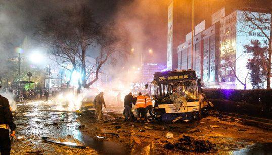 トルコの首都アンカラで爆発、150人以上が死傷(画像集)