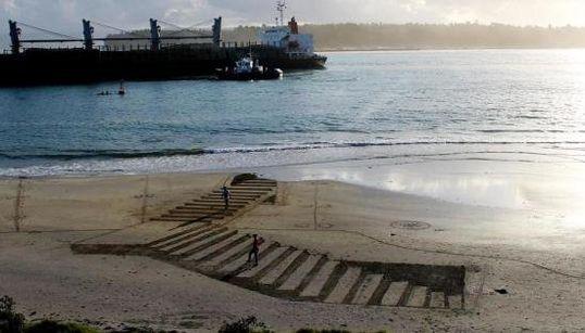 「砂浜いっぱいの3Dトリックアート」がすごい