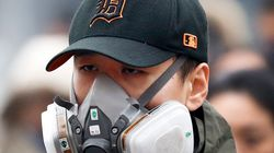 「赤色警報」で北京に特殊マスク姿の人々が現れる 大気汚染が深刻な状況に【画像集】