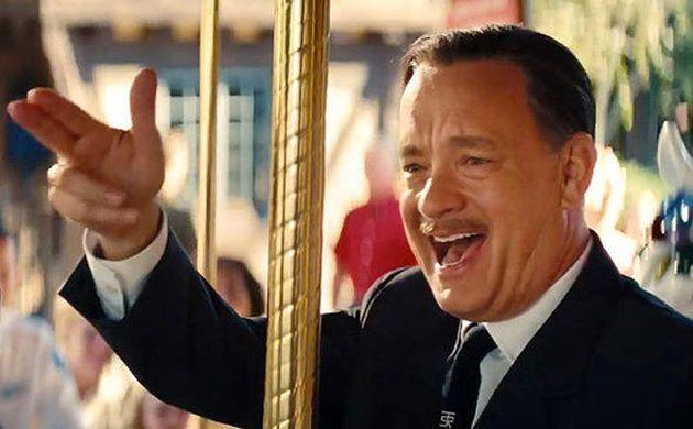 ディズニーランドのキャストは、なぜ必ず2本指で指差しする? その謎をこっそり聞いてみた