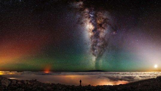 天の川といっしょ。世界一美しい自撮り写真がありました(画像)