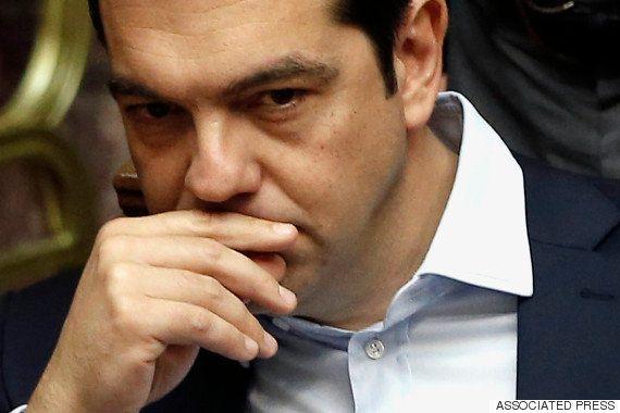 「とにかく現金を引き出さなきゃ」ギリシャ、ATMに大行列
