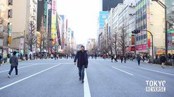 東京の街を後ろ向きに歩き、逆再生した動画がすごい