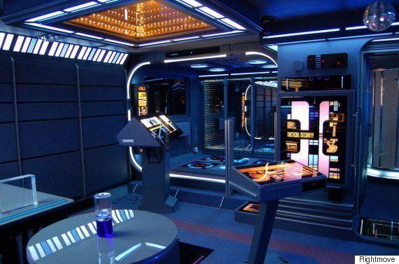 スター・トレックの宇宙船「USSエンタープライズ」が中国の福建省に出現