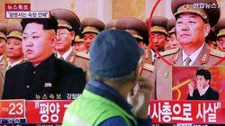 北朝鮮「居眠りで公開処刑」は本当か? 記録映画に金正恩氏と並んで登場