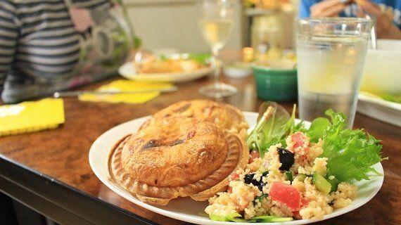 来日の決め手は「きつねうどん」!?ウシュカさんが語る日本文化と、とっておきのニュージーランド家庭料理|KitchHike