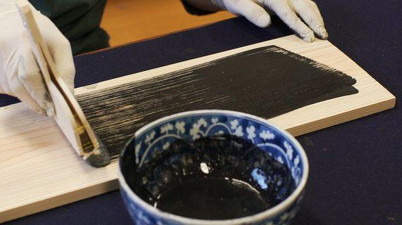 身の回りから消える墨。1200年の歴史を攻めて守る、墨職人の次の一手