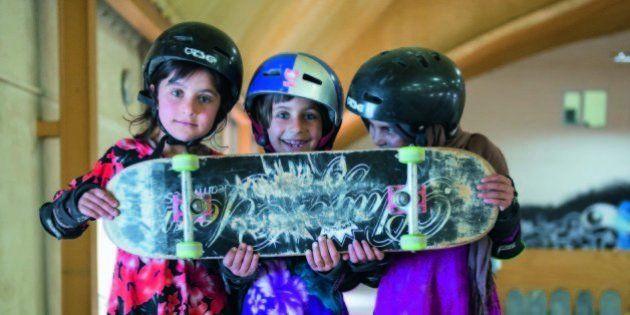 あどけなくもたくましい、アフガニスタンのスケボー少女たち(画像)
