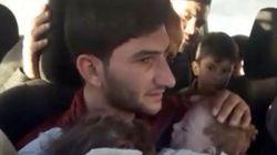 シリアの化学兵器で双子の赤ちゃんを失った父親、自らの手で埋葬する(動画)