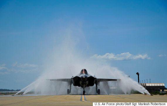 最新鋭ステルス戦闘機「F-35」を操る初の女性パイロットが誕生