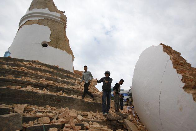 ネパール大地震、死者2500人超す エベレストで雪崩、日本人の死者も【UPDATE】