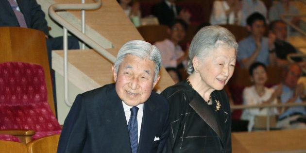 天皇陛下、生前退位の意向を示す NHK報道、宮内庁高官は否定(UPDATE)