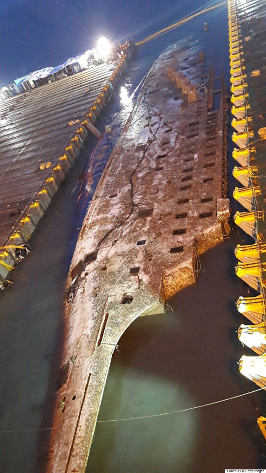セウォル号、沈没事故から3年ぶりに船体が水面に姿を現す