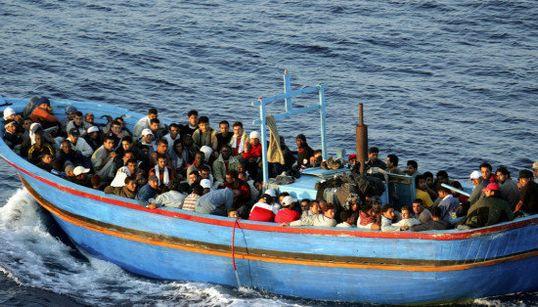 イタリア・ランペドゥーサ島沖の移民船転覆 なぜ彼らは危険な航海に出るのか