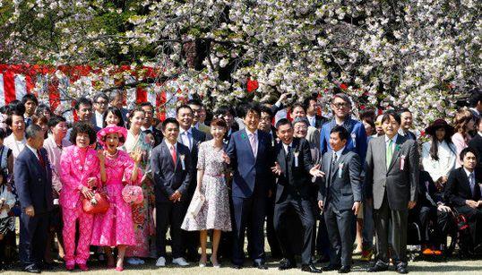 「安倍はバカ」連呼した太田光、首相に記念撮影に誘われる