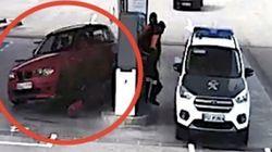 あわや絶対絶命。ガソリンスタンドに猛スピードで車が突入(動画)