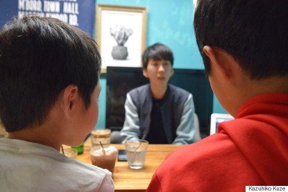 「LGBTを小さい頃から知る、決して早すぎではない」小学生の息子たちが、当事者にインタビューした