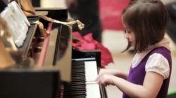 シカゴの駅を変えた「魔法のピアノ」(動画)
