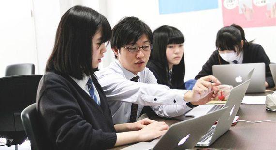 オリジナル動画教材で生徒全員がプログラミングを学ぶ。メディア業界出身の情熱教師が仕掛ける新しい授業のカタチとは?