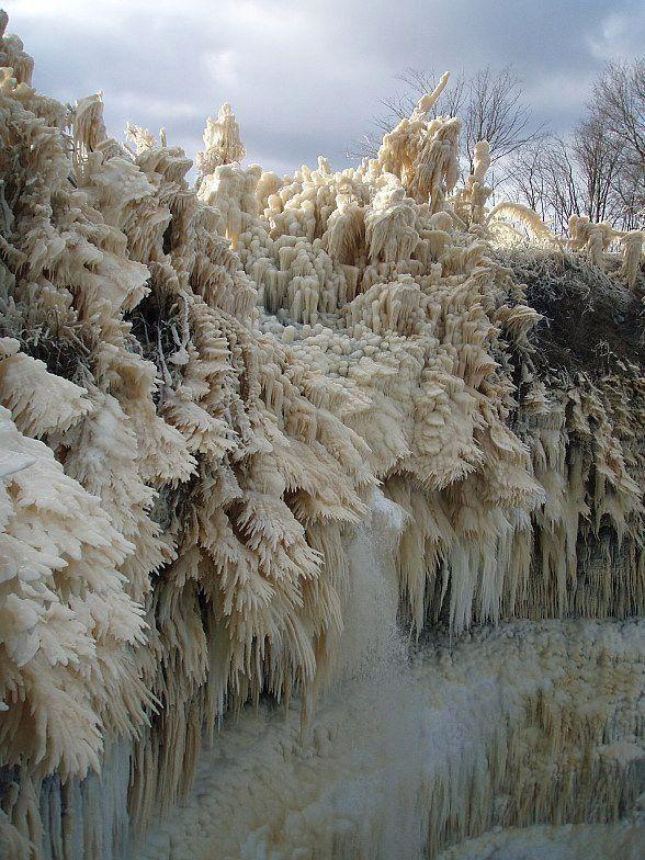「不思議ですごい氷の風景」11選