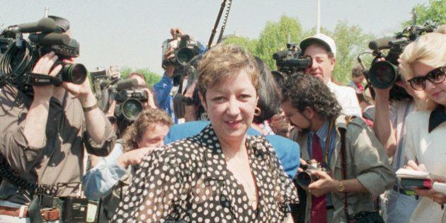 (Original Caption) 4/26/1989-Washington, D.C.- Norma McCorvey, 'Jane Roe' in Roe vs. Wade, is the center...