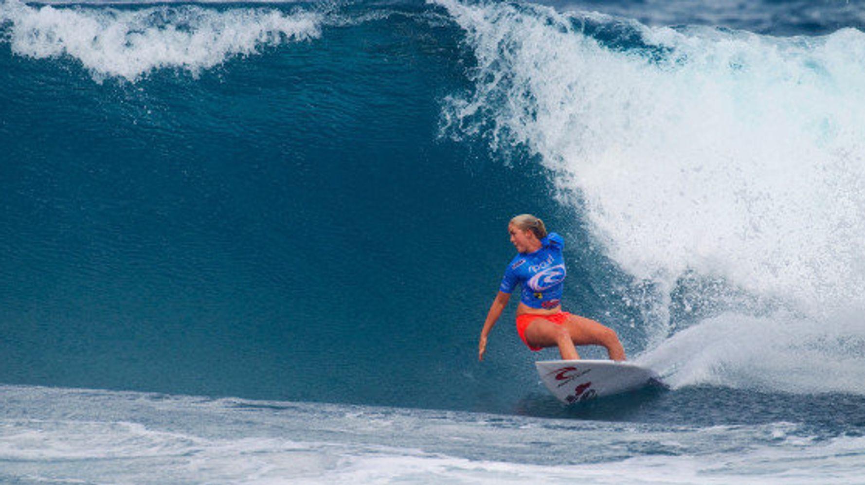 サメに襲われて片腕を失った女性サーファー 夢をあきらめずにプロ