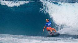 サメに襲われて片腕を失った女性サーファー、夢をあきらめずにプロとして成功を収める(動画)