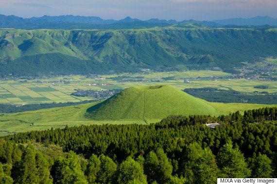 阿蘇山の「米塚」に亀裂 お椀を逆さにしたようなミニ火山【熊本地震】