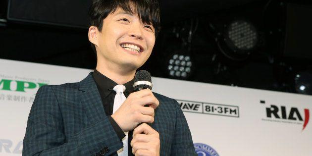 「第8回CDショップ大賞」の授賞式で質問に答える星野源=2016年3月9日、東京