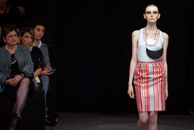 2008年のオーストラリアファッションウィークでランウェイを歩くモデル。