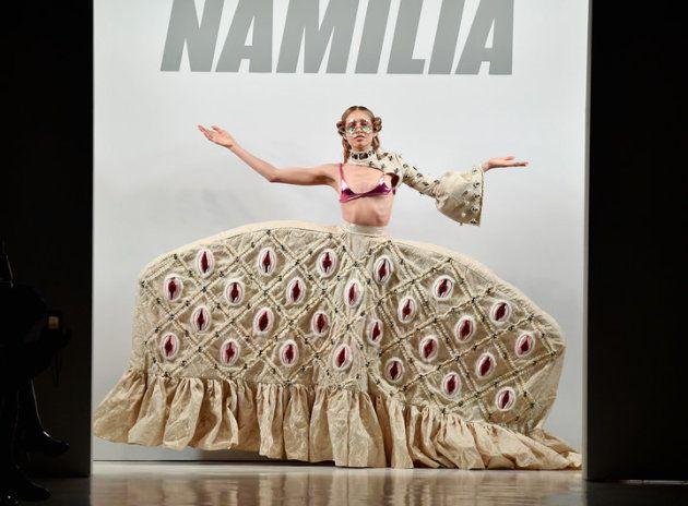 たくさんのヴァギナがデザインされたスカート。