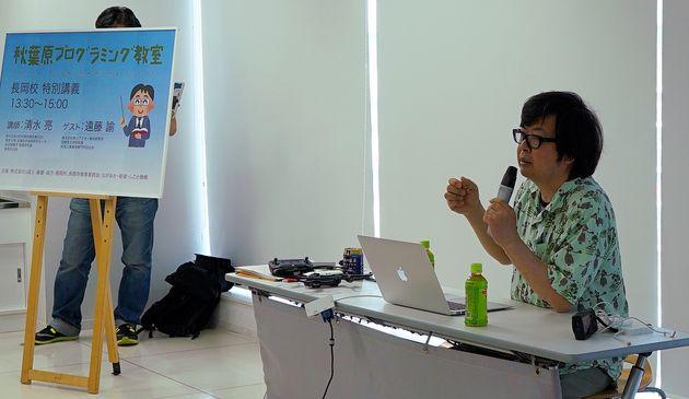 私も清水社長も長岡市の出身。私は単なるゲストだが市と協力して開催されているプログラミング教室の風景
