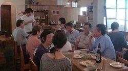 東日本大震災:「避難者」の枠を越えて支えあう