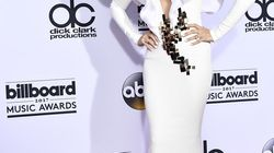 レディ・ガガにも負けてない。あの歌手のファッションが最近ぶっとんでる。