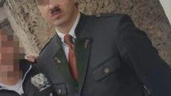 「俺はヒトラーだ」生家に出現したコスプレイヤーを逮捕