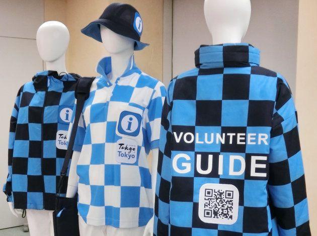 東京都の観光ボランティアの新ユニホーム=15日、東京都庁 撮影日:2017年09月15日