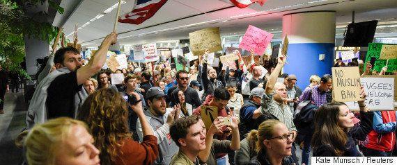 恐怖を煽るトランプ大統領の「強制送還部隊」