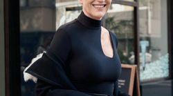 白く輝く髪が美しい。人気コスメブランド「カバーガール」の新モデルは69歳。