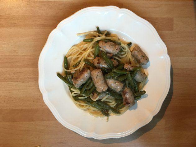 鳥のハーブソーセージとさやいんげんのスパゲティ→三大栄養素を一品にまとめた例。麺や丼は子どもの食いつきがよく私も