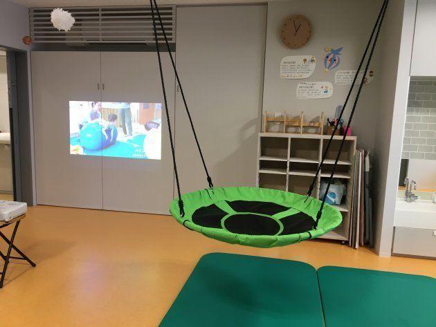 子どもたち保育者の負担を軽減するためマットは4万円の高価なものを採用。