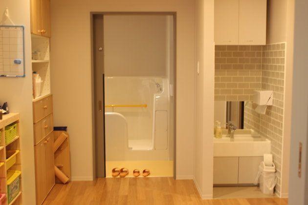 それぞれの部屋にトイレが設置されている。
