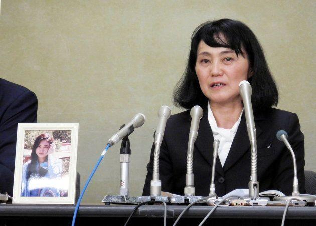 会見する高橋まつりさんの母、幸美さん(厚生労働省の記者クラブ)